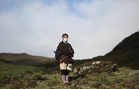 Butano karalius pėsčias keliavo po šalį, nešdamas žinią apie būtinybę pasiskiepyti
