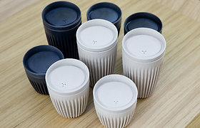 Kavos puodeliai, modernia technologija gaminami kavos pupelių lukštų pagrindu