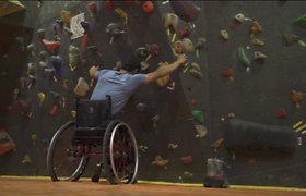 Įkvepianti istorija: neįgaliojo vežimėlis kopti į kalnus netrukdo