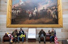 Pavogtas Atstovų Rūmų pirmininkės piupitras grąžintas į įprastą vietą Kapitolijuje