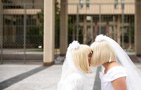 Prie Seimo – pusvalandį trukęs merginų bučinys už lygias teises