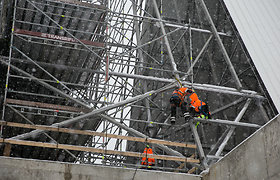 Naujajai Pilaitės bažnyčiai jau dengiamas stogas