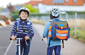 Kaip išmokyti vaiką eismo taisyklių: tėveliai, pasidalinkite ir laimėkite prizus!