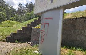 Šalia Miroslavo žiedo – nacių simboliai