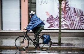 """Vyriausybė spręs, ar įteisinti """"dviračių gatves"""", elektrinių paspirtukų eismo draudimus"""