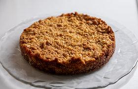 Obuolių pyragas su avižinių dribsnių trupiniais
