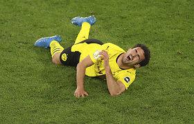 """Dortmundo """"Borussia"""" žygį į Vokietijos taurės finalą aptemdė šiurpi futbolininko trauma"""
