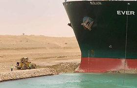 Sueco kanalą blokavęs laivas areštuotas, kol nebus sumokėta milžiniška kompensacija