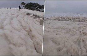 Keistas reiškinys privertė aikčioti – vaizdo įrašuose atrodo, kad žmonės braido po debesis
