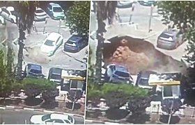 Staiga atsivėrusi smegduobė prarijo aikštelėje stovėjusius automobilius
