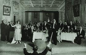 """Kodėl naujametines taures keldavome skambant """"Traviatai""""?"""