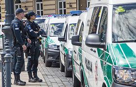 Viekšniuose nužudytą pareigūną pagerbė ir Vilnius: švyturėliai mirgėjo prie Katedros