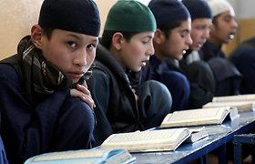 Talibai nurodė grįžti į Afganistano vidurines mokyklas tik berniukams ir mokytojams vyrams