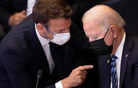 JAV pareigūnas: J.Bidenas po ginčo dėl laivų laukia galimybės pasikalbėti su E.Macronu