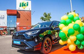 """Pirmąjį """"Iki"""" žaidimo visureigį """"Toyota RAV4 Hybrid"""" laimėjo vaikų darželio auklėtoja iš Klaipėdos"""