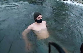Ką reiškia maudytis lediniame vandenyje? Atsako ekspertai ir išbandome patys