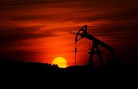 Naftos kainos mažėja po 5 proc. šuolio praėjusią savaitę