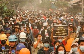 """Mianmare raginama dalyvauti """"pavasario revoliucijoje"""""""