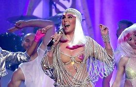 Cher pribloškė erotišku šou: 71-erių dainininkė koncertavo kone pusnuogė