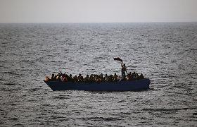Lamanšo sąsiaurį per vieną dieną vėl kirto rekordiškai daug migrantų