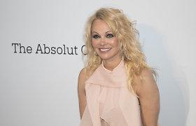 Santykių audras išgyvenusi Pamela Anderson per Kūčias slapta ištekėjo už asmens sargybinio