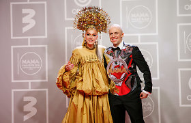 Apdovanojimuose – įspūdinga pora: V.Bareikio atvykusi palaikyti I.Stonkuvienė pasipuošė vestuviniu apdaru