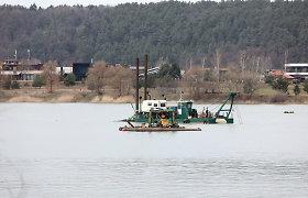 Neršto bei perėjimo metas, o žemsiurbės toliau dirba Lampėdžio ežere: žala gamtai – nė motais?