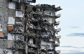 Floridoje nutraukiama gyvų žmonių paieška daugiabučio griuvėsiuose