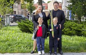 """Merūnas ir Erika Vitulskiai sūnų išleido į pirmą klasę: """"Net ašarą nubraukėme"""""""