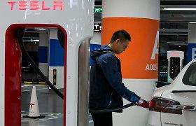 """""""Tesla"""" pajamos Kinijoje šoktelėjo 90 proc."""