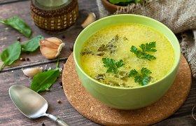 Kai kapsi šaltas lietus: 10 pavasariškų, bet šildančių sriubų receptų
