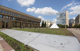 Seimo valdyba nutarė iš savivaldybės perimti šalia rūmų buvusį fontaną ir aikštę