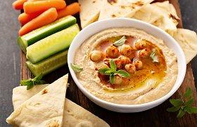 Populiarėjantis humusas: kaip pasigaminti naminio ir su kuo jį skanu valgyti