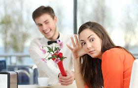 Kodėl per pirmą pasimatymą nereikėtų nei puoštis, nei dovanoti gėlių