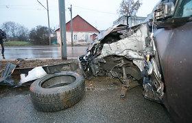 """Kaune po """"Mitsubishi"""" avarijos į įvykio vietą prisistatė paslaptingas sužalotas vaikinas"""