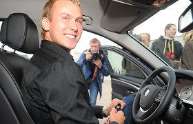 LTOK tarsis su Jevgenijumi Šuklinu, kaip jis grąžins pinigus už dovanotą BMW