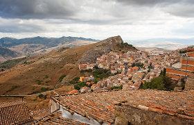 Miestelis Italijoje siūlo ne tik namus po 1 Eur, bet dar ir primokės už jų remontą