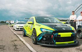 """""""Autoplius.lt Fast Lap"""" netektys: naktinių lenktynių favoritas """"Volkswagen Scirocco GT24"""" neteko pusašio"""