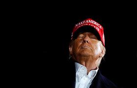 Šeštadienio vakarą šalia Gedimino pilies bokšto išdygo milžiniškas užrašas su JAV prezidento D.Trumpo pavarde