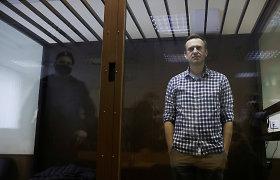 Kontrolierė: A.Navalną apžiūrėjo medikai, tačiau gydymo jis atsisakė