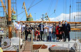 Klaipėdos šimtukininkams – simbolinės palydėtuvės laivu