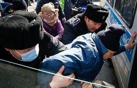 Kazachstane per protestą dėl politinių kalinių sulaikyti dešimtys žmonių