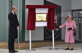 Britanijos karalienė aplankė Skripalių apnuodijimą tyrusią laboratoriją