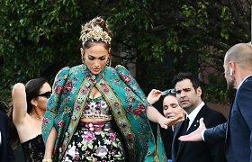 """Jennifer Lopez vyksta į """"Dolce & Gabbana"""" aukštosios mados kolekcijos pristatymą Venecijoje"""