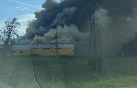 Vilniaus rajone užsidegė baldų gamykla