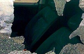 Konfliktas gatvėje Klaipėdoje: apspardė riedantį automobilį ir bandė jį pavogti