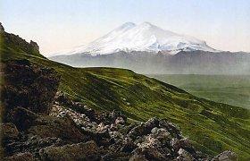 Elbruse rasti rūke pasiklydę užsieniečiai, vienas alpinistas žuvo