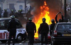 Britų policininkai teisėtai nušovė vieną vyriškį, kurio žūtis sukėlė riaušes Jungtinėje Karalystėje