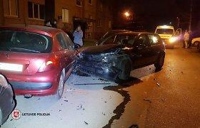 """Mažeikiuose girtutėlis """"Golf"""" vairuotojas sudaužė 7 automobilius"""