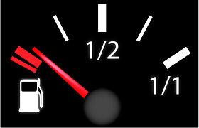 Kodėl važinėti apytuščiu degalų baku yra bloga mintis?